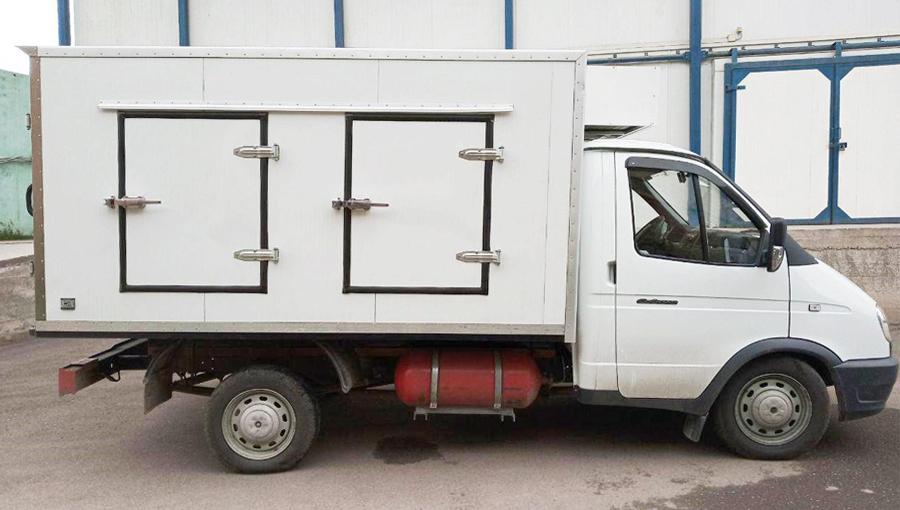 Многосекционные изотермические фургоны, оборудованные холодильными агрегатами с накопителями холода