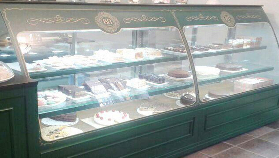 Кондитерская витрина изготовлена для кондитерской «Венская пекарня» Температурный режим +5/+8°С. Статичное охлаждение.