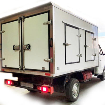 Multi-section isothermal vans equipped with refrigeration units with cold storage