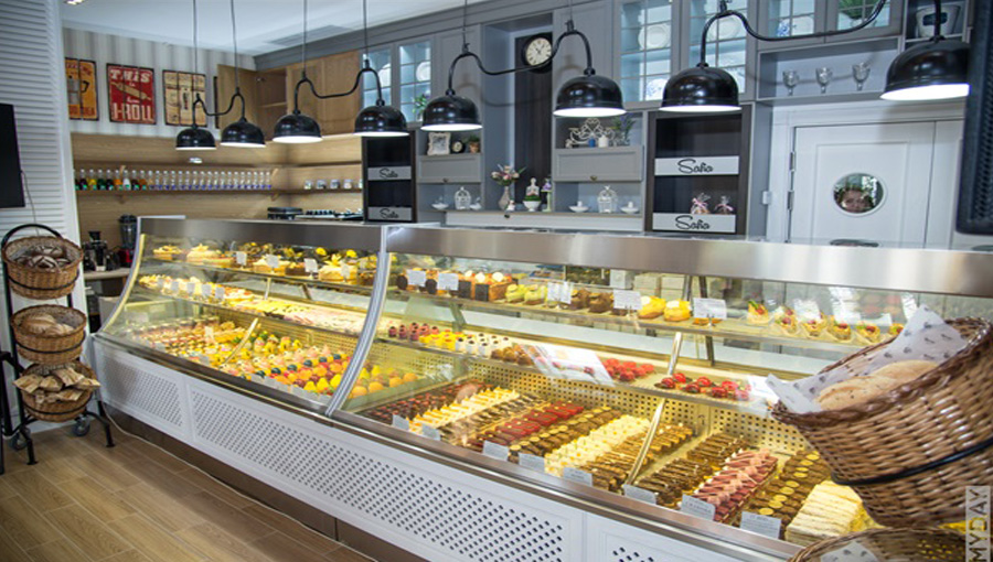 The display case was made for the Safia Confectionery House. Temperature range 0 / -10 ° C.